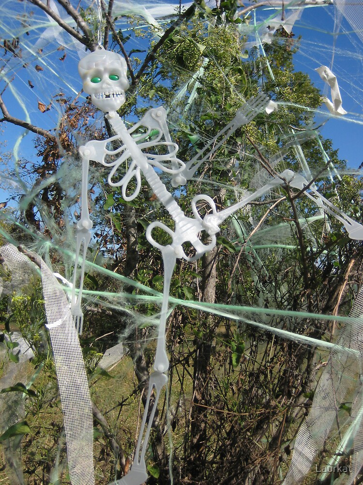 Samhain sculpture in north Georgia roadside field by Laurkat