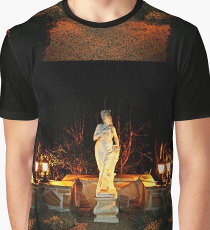 Statue in einem Garten Grafik T-Shirt