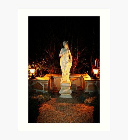 Statue in einem Garten Kunstdruck