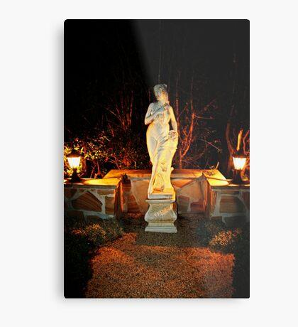 Statue in einem Garten Metalldruck