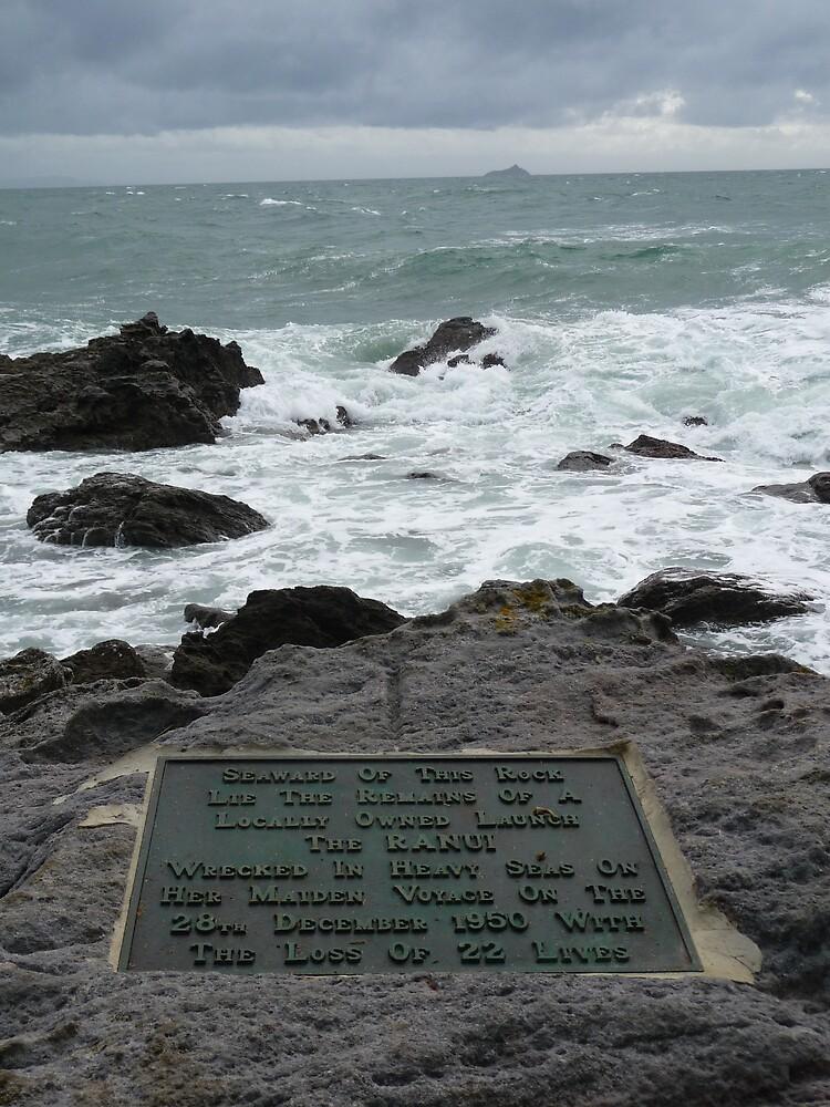 Shipwreck memorial by Virginiaen