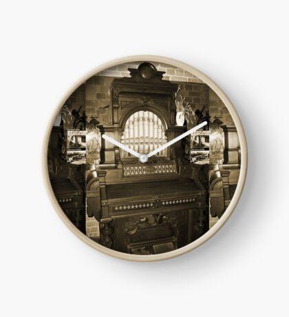 Alte Pfeifenorgel Uhr