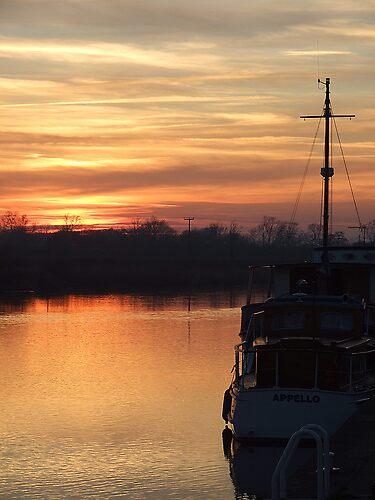 Gunthorpe Sunset. by hayleyargh