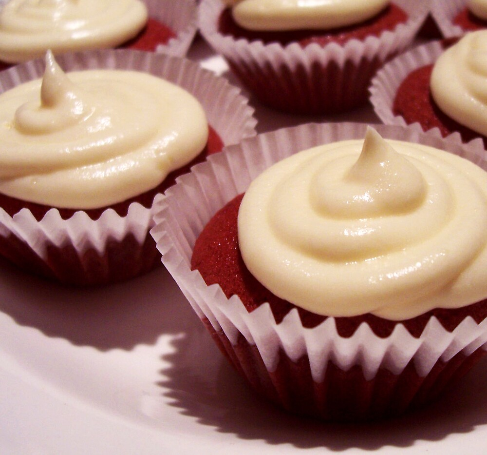 Red Velvet Cupcakes with Cream Cheese Frosting by Lunchbox