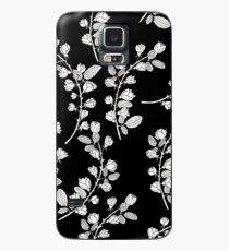 Pattern with graphical roses on black background Case/Skin for Samsung Galaxy