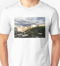 Gathering Clouds Do not Stop the Gathering Crowds - Plaza Santa Ana Madrid Spain Unisex T-Shirt