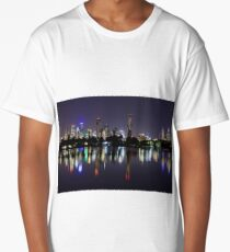 Melbourne city skyline reflection at night Long T-Shirt