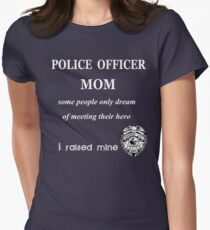 POLICE OFFICER MOM. SOME PEOPLE ONLY DREAM OF MEETING THEIR HERO. I RAISED MINE. T-Shirt