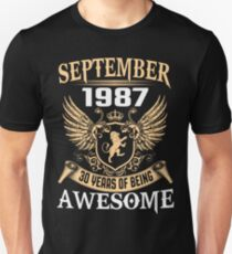 Born In August 1987 30 Years Of Being Awesome T-Shirt