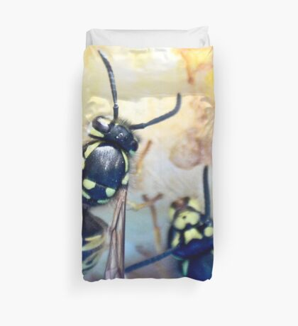 Feeding wasps Duvet Cover