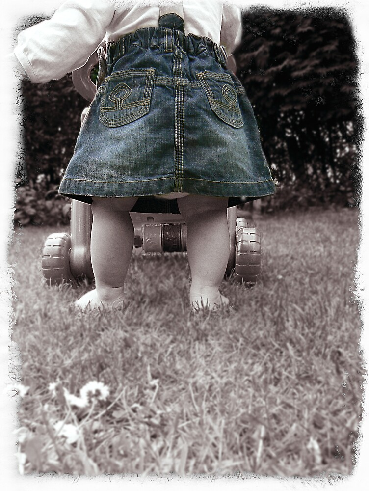 Learning to Walk. by mariarty