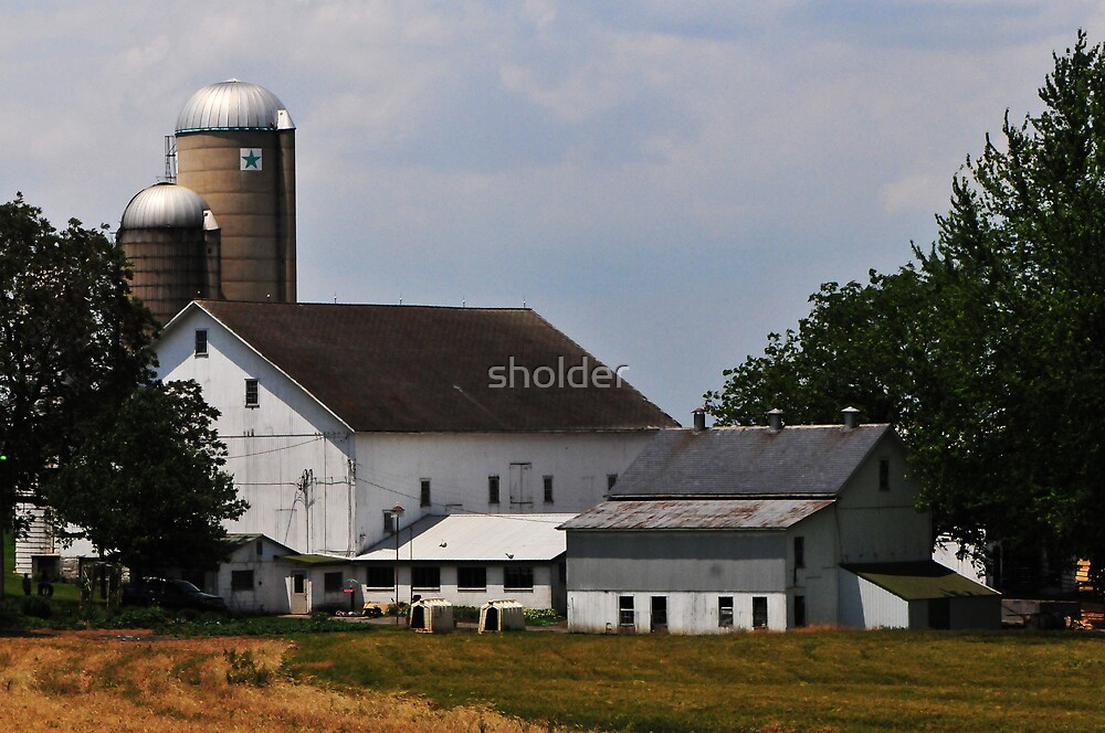 The Essence of an Amish Barn by sholder