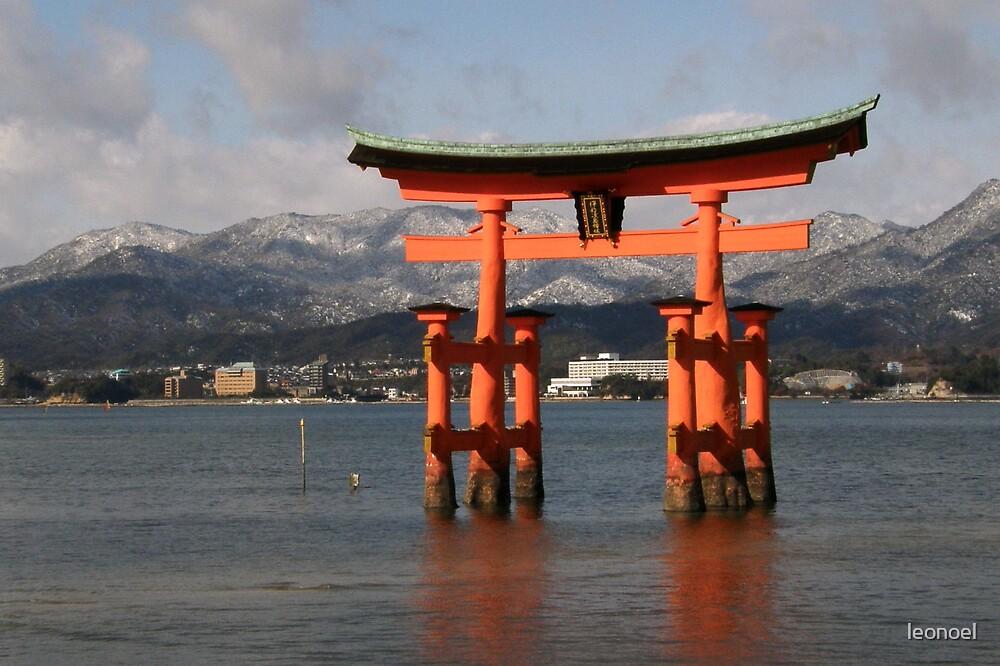 tori (gate) by leonoel