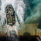Ein amphibisches Angriffsfahrzeug verlässt das Bohrdeck der USS Bataan. von StocktrekImages