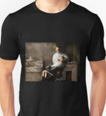 Dentist - Good oral hygiene 1918  T-Shirt