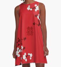 Weiße orientalische Kirschblüten auf rotem und chinesischem Hochzeits-doppeltem Glück   Japanische Sakura A-Linien Kleid
