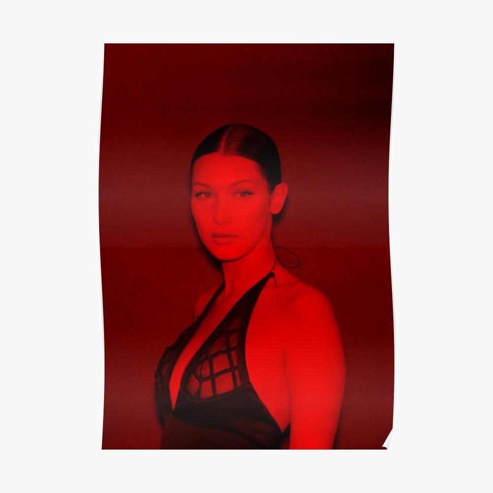 Bella Hadid - Berühmtheit (Sexy Pose) Poster
