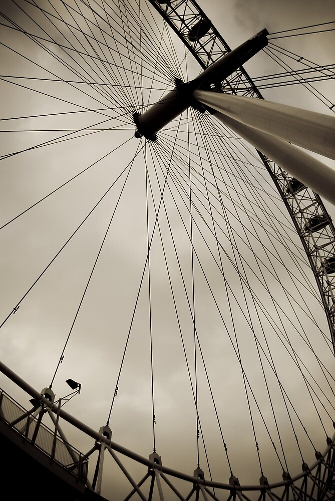 London Eye by Marcin Kubrak