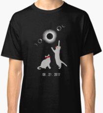 Cat total solar eclipse funny Classic T-Shirt