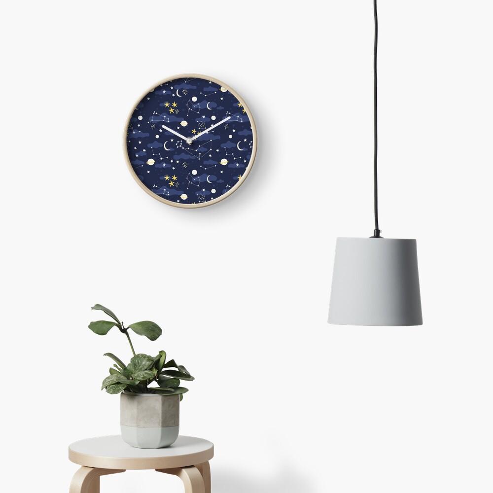 Kosmos, Mond und Sterne. Astronomie-Muster Uhr