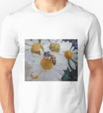 Abeja y Flores T-Shirt