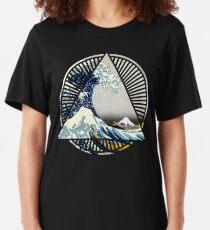 Vintage Hokusai Mount Fuji Great Tsunami Wave Japanese Geometric Manga Shirt Slim Fit T-Shirt