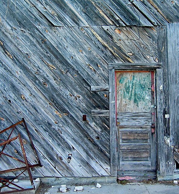 Abandoned Building, Beaufort, SC by fauselr