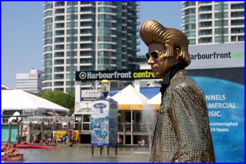 Golden Elvis by Photoflirt