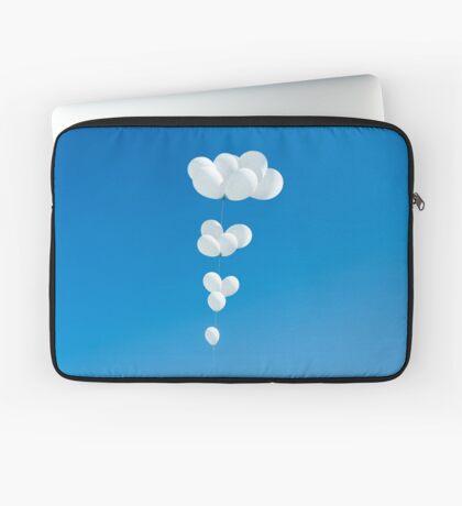Saudade (weiße Luftballons) Laptoptasche