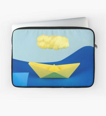 Die gelbe Wolke über dem gelben Schiff Laptoptasche