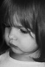 Kleines Mädchen in B & W von Evita