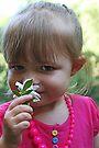 ♥ Ein kleines Mädchen und eine Blume ♥ von Evita