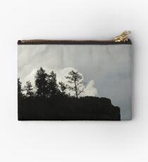 Sturmwolken und Baum Täschchen