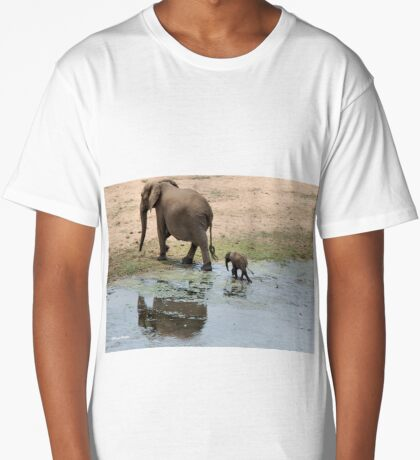 WHEE ARE WE GOING MOM - THE AFRICAN ELEPHANT – Loxodonta Africana Long T-Shirt