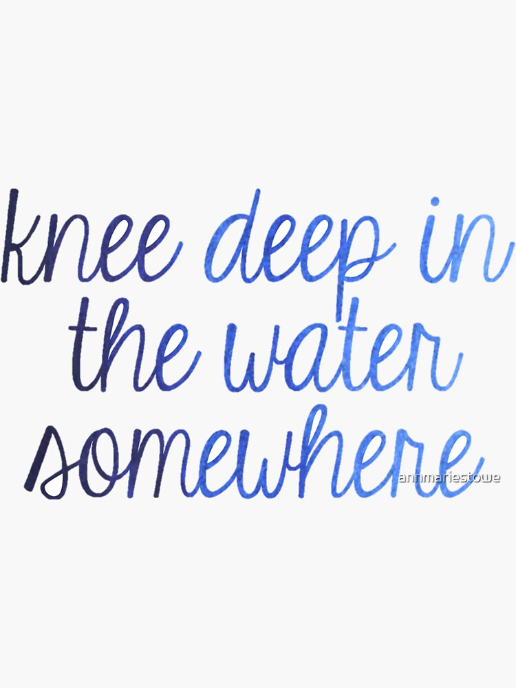 Rodilla profundamente en el agua de annmariestowe