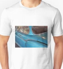 Back side of a blue vintage car  T-Shirt