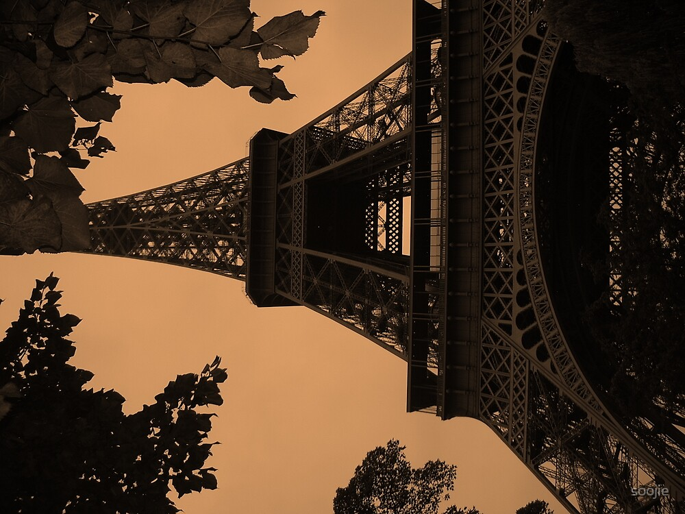 eiffel tower by soojie