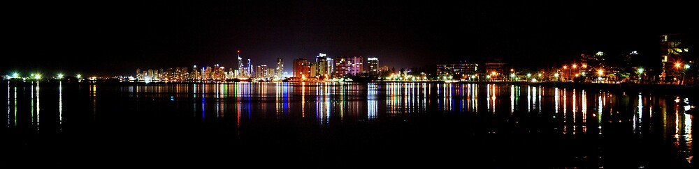 Broadwater Lights by andrewt