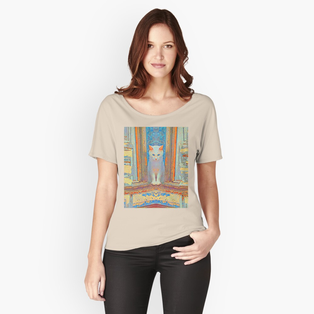Symmetrical cat Women's Relaxed Fit T-Shirt Front