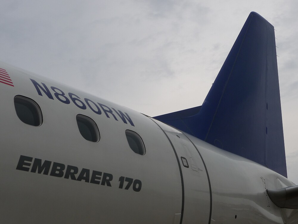 Embraer 170 by abryant