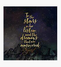 Zu den Sternen, die zuhören, und den Träumen, die beantwortet werden. - Rhysand Fotodruck