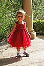 Kleines Mädchen im Rot von Evita