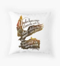 Under hans vinger Throw Pillow