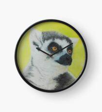 Lemur auf gelbem Hintergrund Uhr