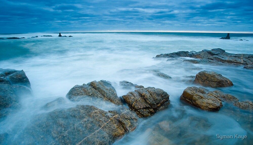 Waves over Rocks by syman