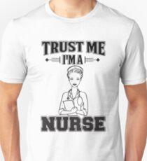 Krankenschwester vertrauen Unisex T-Shirt