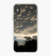 Bizarre Mammatus-Wolken nach einem Gewitter iPhone-Hülle & Cover