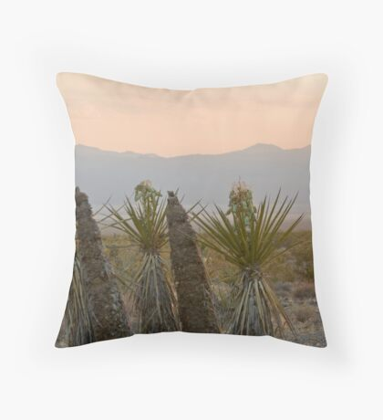 Yucca schidigera Throw Pillow