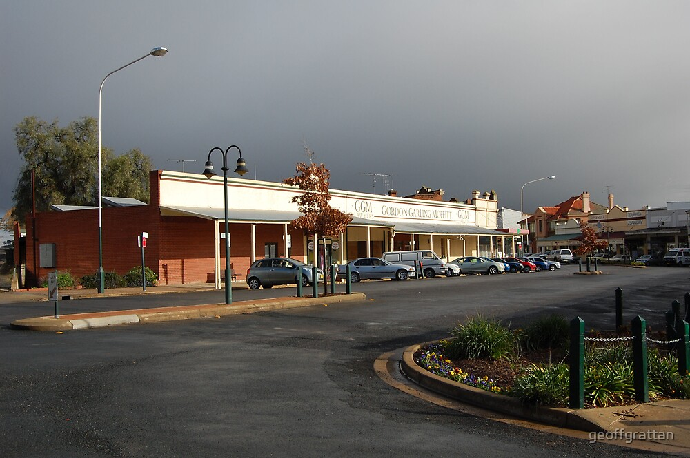 top end  of main street grenfell by geoffgrattan