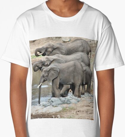 AT THE WATERHOLE - THE AFRICAN ELEPHANT – Loxodonta africana Long T-Shirt